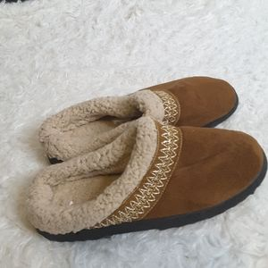 isotoner Shoes - 3/$30 Isotoner Hoodback Basil slipper sz 5/6 small